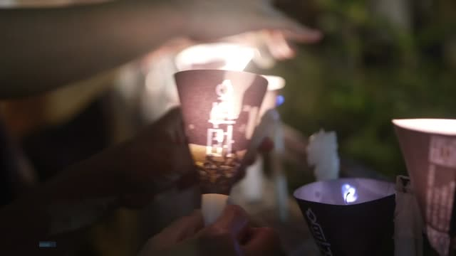 stockvideo's en b-roll-footage met thousands ignore ban on tiananmen square vigil in hong kong; hong kong: victoria park: ext / night crowd of protesters holding up flashlights at... - zaklamp
