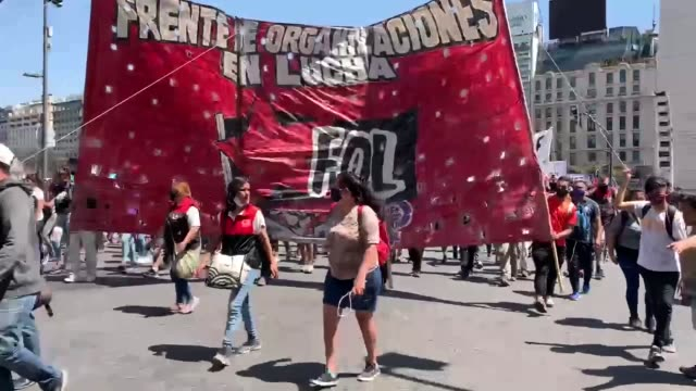 thousands in buenos aires have gathered on wednesday, oct. 14, demanding rise for minimum wages and more social assistance from the state. gathering... - argentina stock videos & royalty-free footage