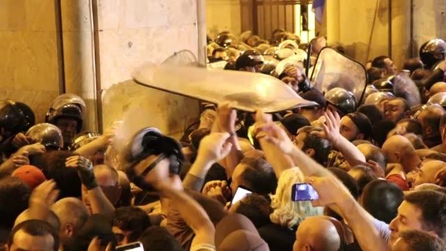 vídeos y material grabado en eventos de stock de thousands of angry protesters gather outside georgia's parliament on june 20, 2019 over a controversial visit by a russian lawmaker. sergei gavrilov,... - georgia
