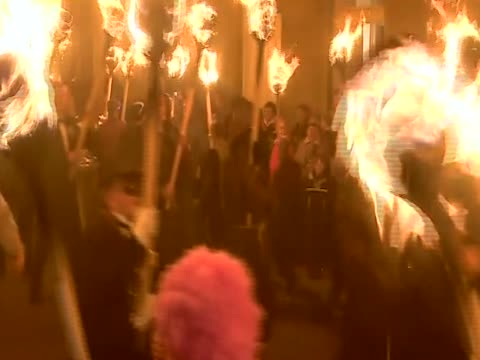 thousands of costumed men parade carrying flaming torches for the annual up helly aa - galeere stock-videos und b-roll-filmmaterial