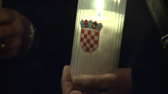 thousands of croatians gathered for prayers and held candlelight vigils throughout the country on thursday for two former wartime generals ahead of... - war stock-videos und b-roll-filmmaterial