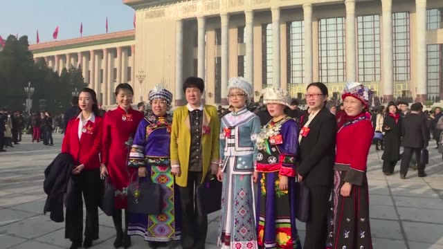 thousands of delegates from across china arrive at the great hall of the people in beijing for the start of the annual session of the rubber stamp... - kongressversammlung stock-videos und b-roll-filmmaterial