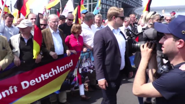 thousands of demonstrators for and against the far right face off in mass rival rallies in berlin where calls of we are the people were countered... - away we go video stock e b–roll