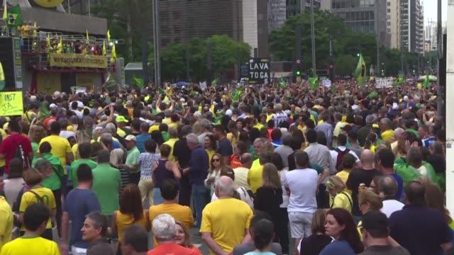 vídeos de stock, filmes e b-roll de thousands of demonstrators protest in sao paulo against a supreme court decision that led to the release of jailed ex-president luiz inacio lula da... - lançar