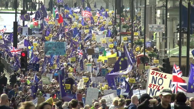 thousands of eu supporters take part in the unite for europe march to demonstrate against britain's departure from the union on march 25 2017 in... - referendum stock-videos und b-roll-filmmaterial
