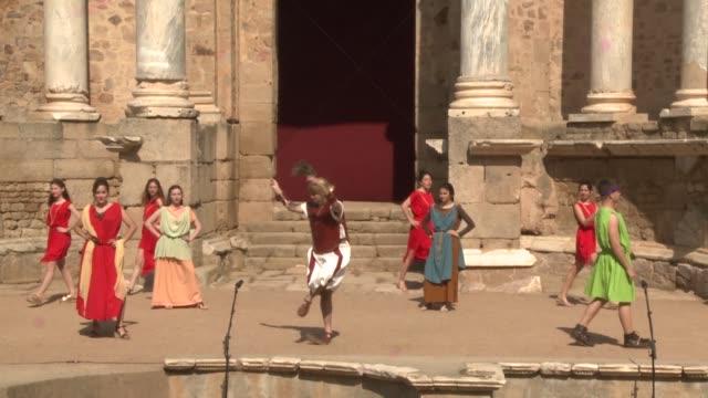 vidéos et rushes de thousands of european students are attending the xxiii grecolatino festival opening in mérida, called emerita during the roman empire. 'the eunuco'... - rome antique