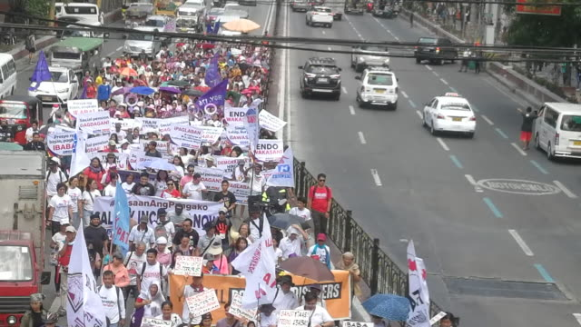 thousands of filipina women march on the streets of manila during the celebration of international women's day in protest against president rodrigo... - internationaler frauentag stock-videos und b-roll-filmmaterial