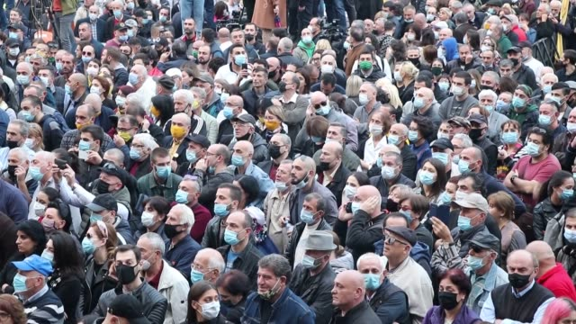 vídeos y material grabado en eventos de stock de thousands of georgia's opposition groups gathered in the capital tbilisi on sunday, nov. 1, and called for a snap election - only a day after the... - georgia