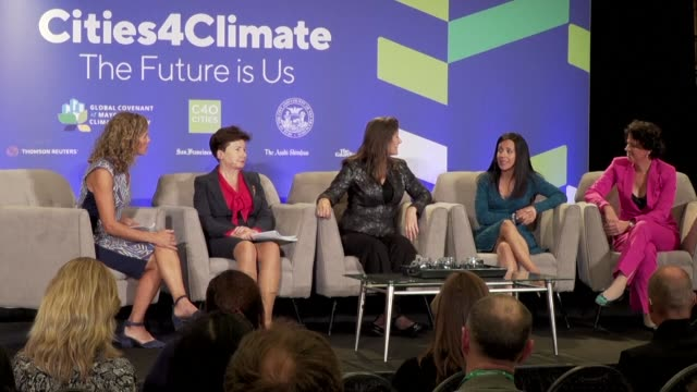 vídeos de stock, filmes e b-roll de thousands of governors mayors ceos and experts gather at a problem solving summit to tackle global warming as a monster hurricane bearing the... - a. gore