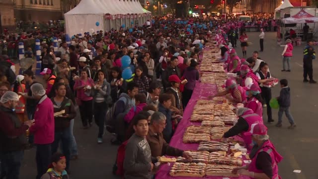 Thousands of Mexicans enjoy the traditional Three Wise Men Round Cake that measured almost 15km in length in Zocalo Square Mexico City
