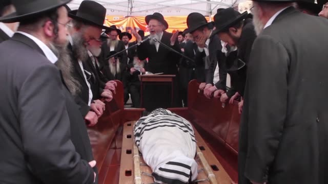 thousands of mourners took part in the funeral sunday in jerusalem of a radical israeli rabbi who led opposition to attempts to force ultra orthodox... - judaism stock videos & royalty-free footage