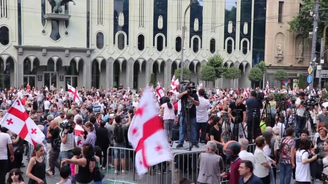 thousands of opposition demonstrators protest outside georgian parliament for a tenth day on july 06, 2019 in tbilisi, georgia. the protests erupted... - georgia bildbanksvideor och videomaterial från bakom kulisserna