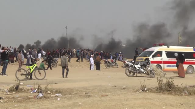thousands of palestinians converged along the gaza strip's eastern border with israel for the third friday of ongoing protests against israel's... - 2018 gaza border protests stock videos & royalty-free footage