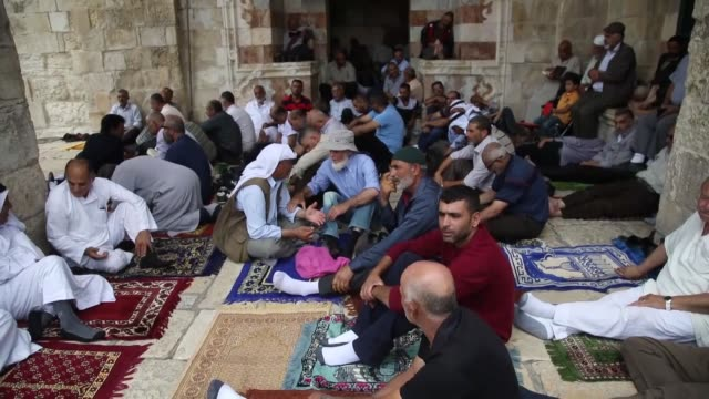 thousands of palestinians from the israelioccupied west bank and east jerusalem converge on jerusalem's alaqsa mosque on the third friday of the... - fasting activity stock videos & royalty-free footage