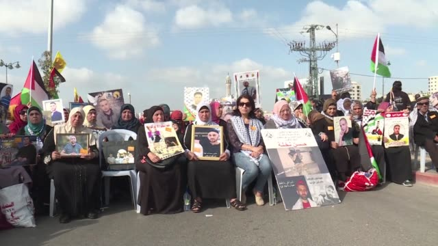 thousands of palestinians rallied wednesday in the west bank city of ramallah in a show of support for palestinians on hunger strike in israeli... - ramallah stock videos and b-roll footage