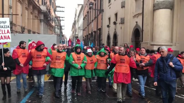 vídeos y material grabado en eventos de stock de thousands of people attend a rally against racism and fascism organized by national association of italian partisans ahead of italy's march 4... - fascismo
