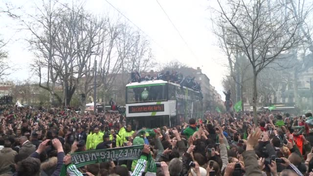 Thousands of people came out to congratulate the player of the Saint Etienne soccer team who defeated Rennes in the final of the French League Cup...