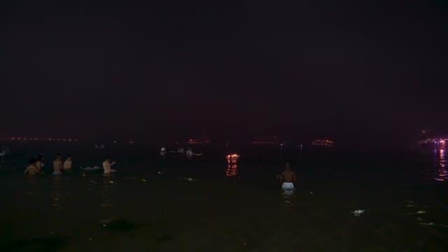 thousands of people celebrate new year's eve at copacabana beach - 正月点の映像素材/bロール