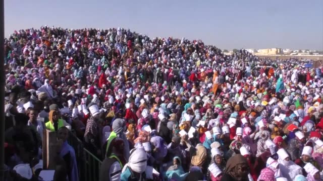 thousands of people gather in the mauritanian capital nouakchott to demand the execution of a blogger convicted of apostasy as the supreme court... - blogging stock videos & royalty-free footage