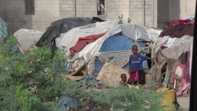 thousands of people have fled the droughtaffected regions of somalia and arrived in the capital mogadishu where they have set up a makeshift camp... - produced segment stock videos & royalty-free footage