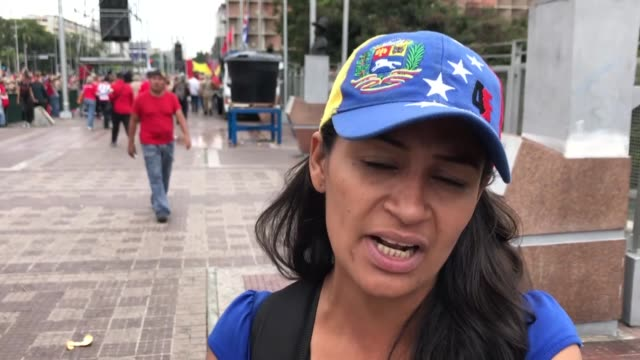vidéos et rushes de thousands of people in venezuela have taken to the streets calling for economic and political stability amid a governmental crisis in the south... - aménagement de l'espace