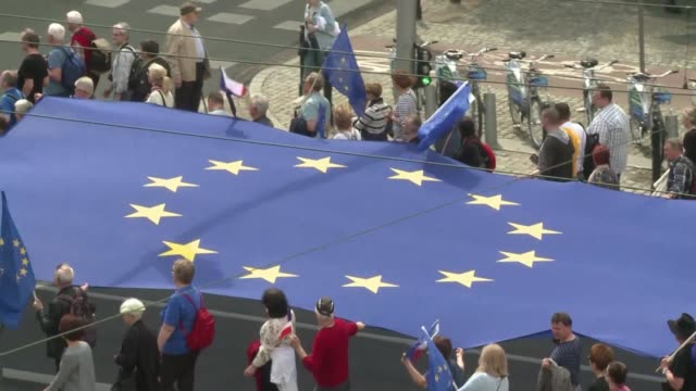 POL: Thousands of Poles attend pro EU rally before vote