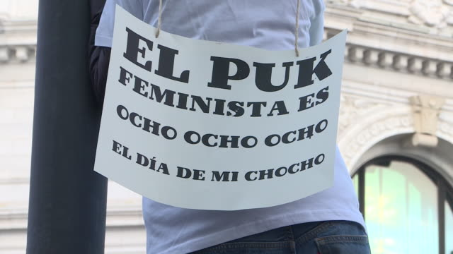 thousands of people march down in madrid during a demonstration for international women's day in 8th march to defend women's rights. demonstrators... - internationaler frauentag stock-videos und b-roll-filmmaterial