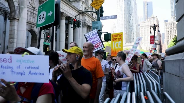 vídeos de stock e filmes b-roll de thousands of people march in support of families separated at the u.s.-mexico border on june 30, 2018 in new york, new york. across the country... - cidadão