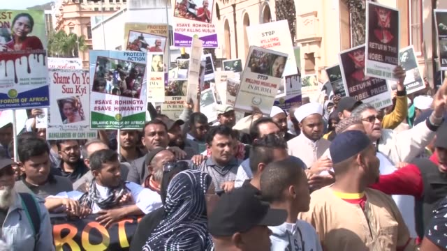 thousands of people march to condemn the ongoing killings of rohingya muslims in myanmar's rakhine state on september 13 2017 in cape town south... - 殺す点の映像素材/bロール