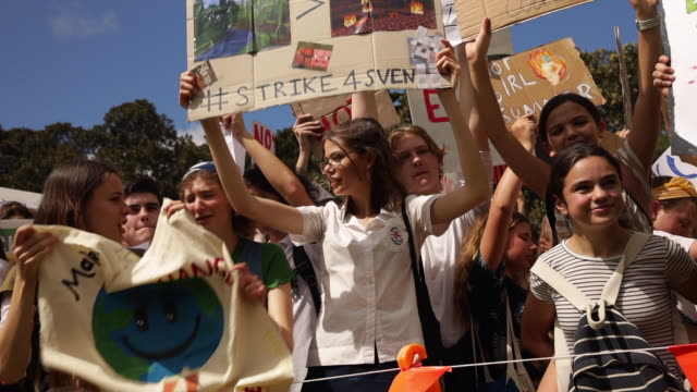 thousands of school students participate in a climate strike rally on september 20 2019 in sydney australia rallies held across australia are part of... - streik stock-videos und b-roll-filmmaterial