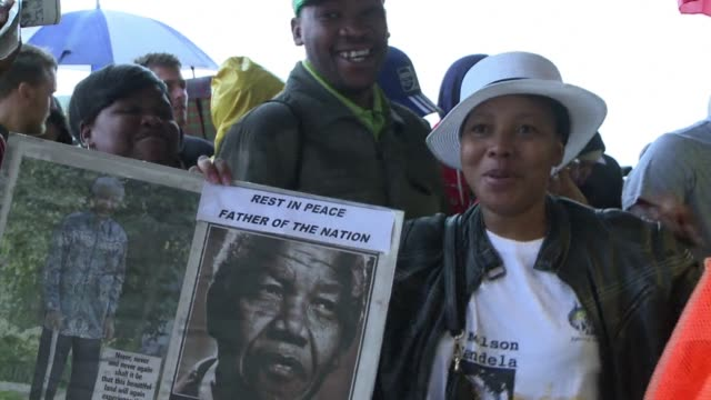 thousands of south africans arrive at the world cup stadium in soweto to bid farewell to nelson mandela clean thousands arrive at stadium for mandela... - soweto stock videos and b-roll footage
