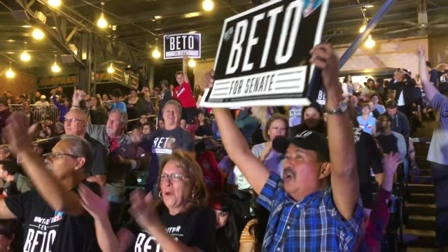 thousands of supporters attend an election night 'thank you' party for us senate candidate rep beto o'rourke at southwest university park november 06... - usa:s senat bildbanksvideor och videomaterial från bakom kulisserna