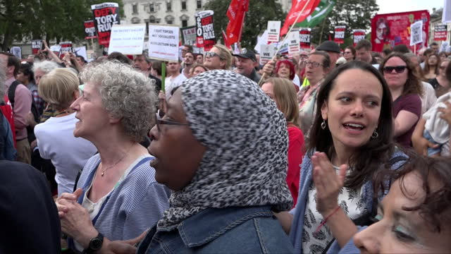 thousands of supporters fill parliament square at a rally to support labour party leader jeremy corbyn on june 27, 2016 in london, england. following... - march month stock videos & royalty-free footage