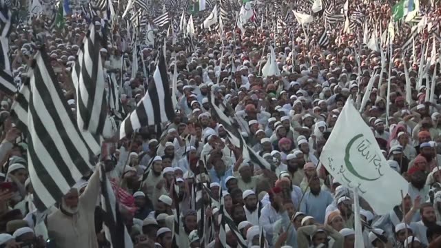 thousands of supporters of islamist parties take to the streets of karachi to protest asia bibi's acquittal and call for her beheading - acquittal stock videos and b-roll footage