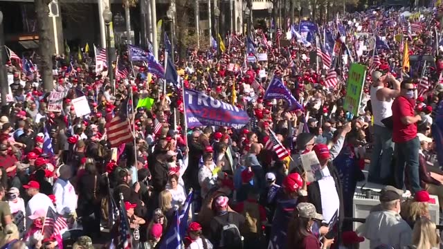 vídeos y material grabado en eventos de stock de thousands of supporters of us president donald trump gathered in washington to support his claims of election fraud on saturday on saturday trump... - fraude