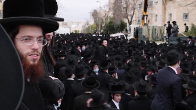 thousands of ultra-orthodox jews defy israel's coronavirus restrictions to attend the funeral of 99-year-old rabbi meshulam dovid soloveitchik, head... - judaism stock videos & royalty-free footage