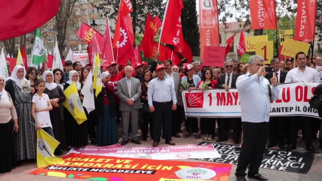thousands of unions workers and activists on may 01 2019 are marking the international workers' day also known as may day in gaziantep province of... - gewerkschaft stock-videos und b-roll-filmmaterial