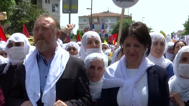 thousands of unions, workers and activists on may 01, 2019 are marking the international workers' day, also known as may day in istanbul province of... - istanbul province stock videos & royalty-free footage
