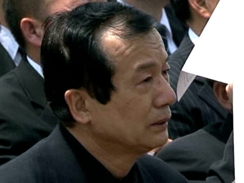 thousands of weeping south koreans packed the streets of seoul friday to pay last respects to former president roh moo-hyun, who jumped to his death... - roh moo hyun stock videos & royalty-free footage