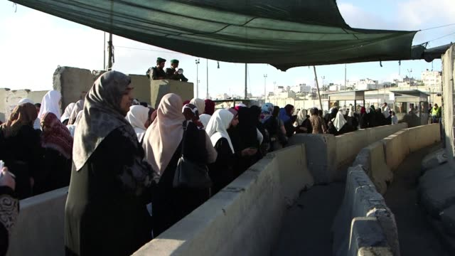 Thousands of West Bank Palestinians crossed Qalandia checkpoint on the way to Jerusalem for the first Friday prayer of Ramadan