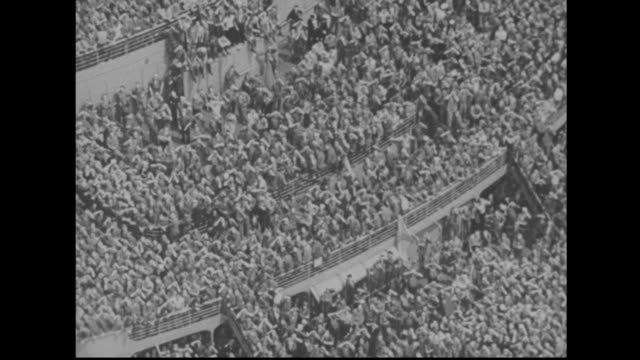 thousands of wwii gis return home - soldato video stock e b–roll