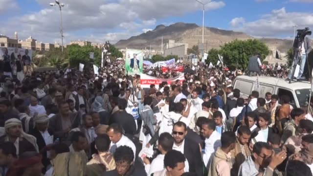 thousands of yemeni ensarullah movement houthi supporters stage a protest against saudi arabia's refusal to allow them to perform the hajj pilgrimage... - 2015 stock videos & royalty-free footage