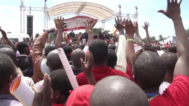 Thousands of Zimbabweans and foreign mourners took to the streets of Harare Monday to pay tribute to Zimbabwe's iconic opposition leader Morgan...