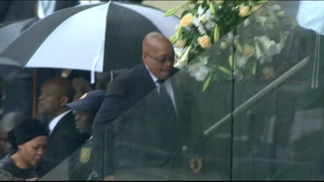 thousands pay respects to nelson mandela / political corruption row south africa johannesburg soweto fnb stadium ext jacob zuma along at nelson... - memorial stock videos & royalty-free footage