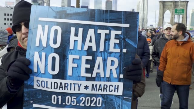 thousands rally at foley square in the civic area of downtown manhattan in support of the jewish community amid multiple antisemitic hate crime... - soziale gerechtigkeit stock-videos und b-roll-filmmaterial
