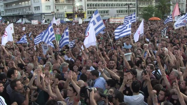 thousands rally in athens to support the no campaign ahead of the referendum on greeces bailout - referendum stock-videos und b-roll-filmmaterial