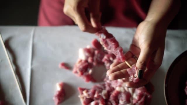 threading meat onto skewer - skewer stock videos & royalty-free footage
