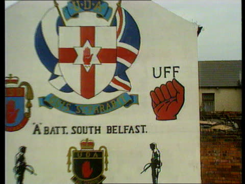 threat to gaelic athletic association threat to gaelic athletic association belfast cms ulster freedon fighters symbol with clenched fist on wall... - アイルランド共和国点の映像素材/bロール