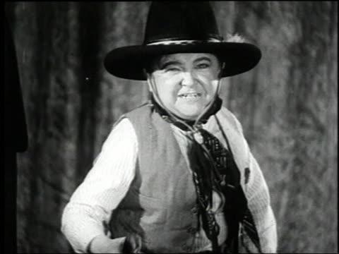 vídeos y material grabado en eventos de stock de 1938 montage three actors announcing the film 'terror of tiny town' / united states - enano