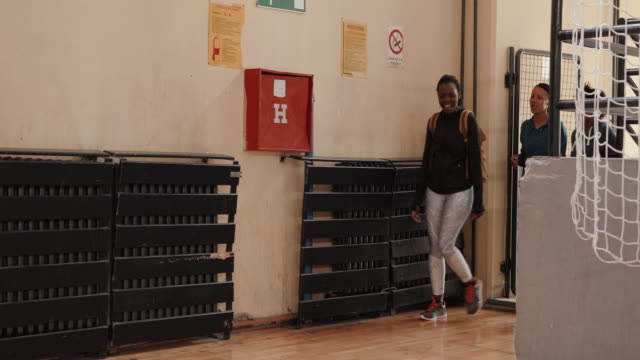 three african women arriving at dance class - centro sociale video stock e b–roll